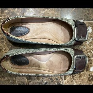 FOSSIL flats size 8.